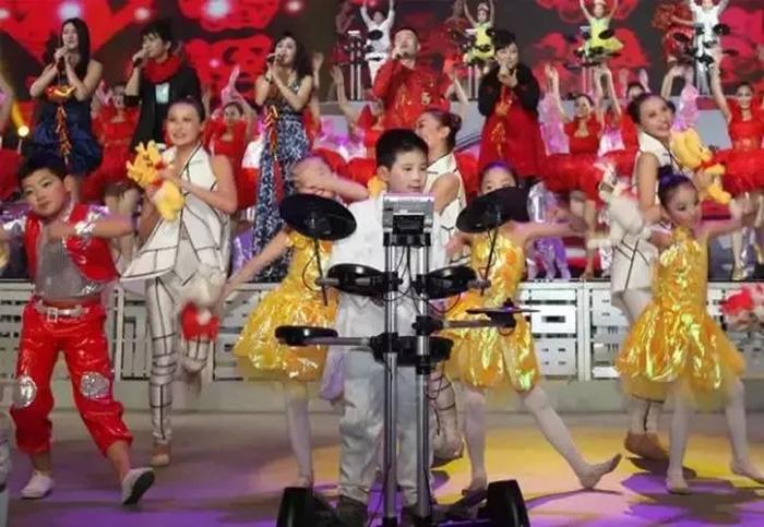 春晚各节目收视率_罗兰小学员再登高台!陕西电视台罗兰跨年音乐盛典年底开录!